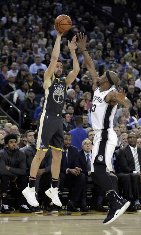 Klay Thompson (11) shoots over Dante Cunningham (33) in the second half as the Golden State Warriors played the San Antonio Spurs at Oracle Arena in Oakland, Calif., on Wednesday, February 6, 2019. Photo: Carlos Avila Gonzalez / The Chronicle / ONLINE_YES