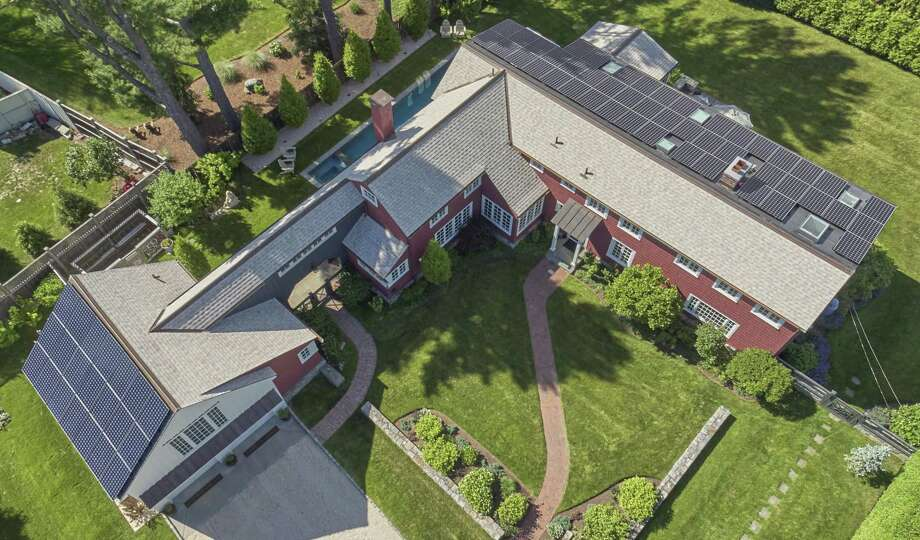 An aerial view of the house at 3 Quentin Road in Westport. Photo: Robert Benson / Contributed Photo / Norwalk Hour contributed