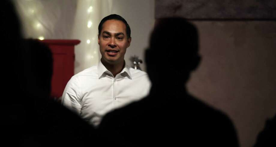 Julian Castro, former U.S. Secretary of Housing and Urban Development and candidate for the 2020 Democratic presidential nomination, during a campaign visit in Somersworth, N.H., Tuesday, Jan. 15. Photo: Charles Krupa /Associated Press / Copyright 2019 The Associated Press. All rights reserved