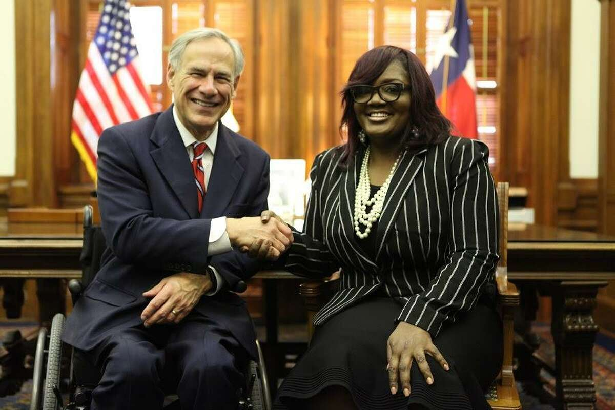 Gov. Greg Abbott (left) shakes hands with Tamala Austin, owner of JIVE Juice Company, recognizing her success at the 2019 State of the State Address on Thursday, Feb. 5.