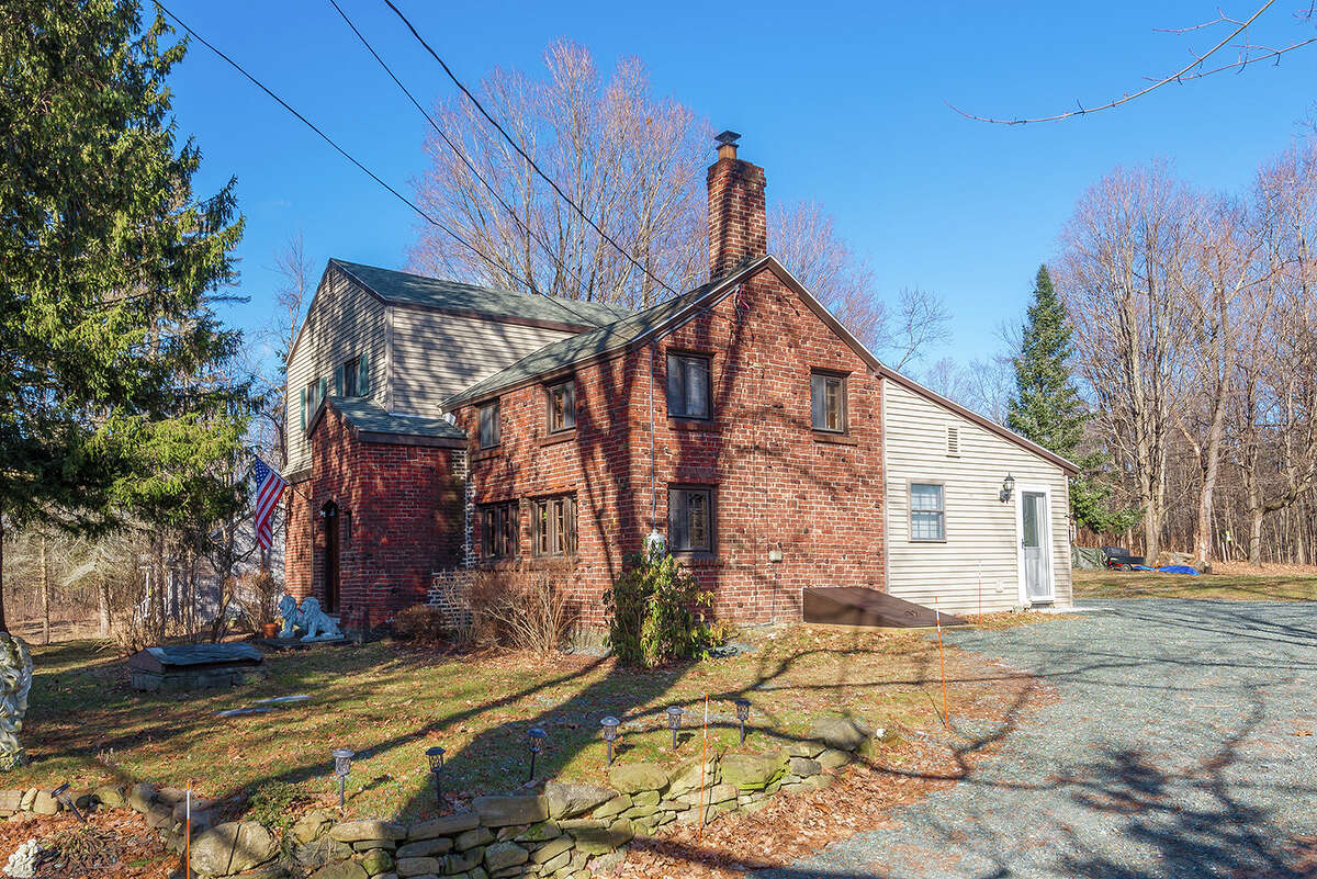 House of the Week: 454 Luther Rd., East Greenbush | Realtor: Alvis Milligan and Vera Cohen of Vera Cohen Realty | Discuss: Talk about this house