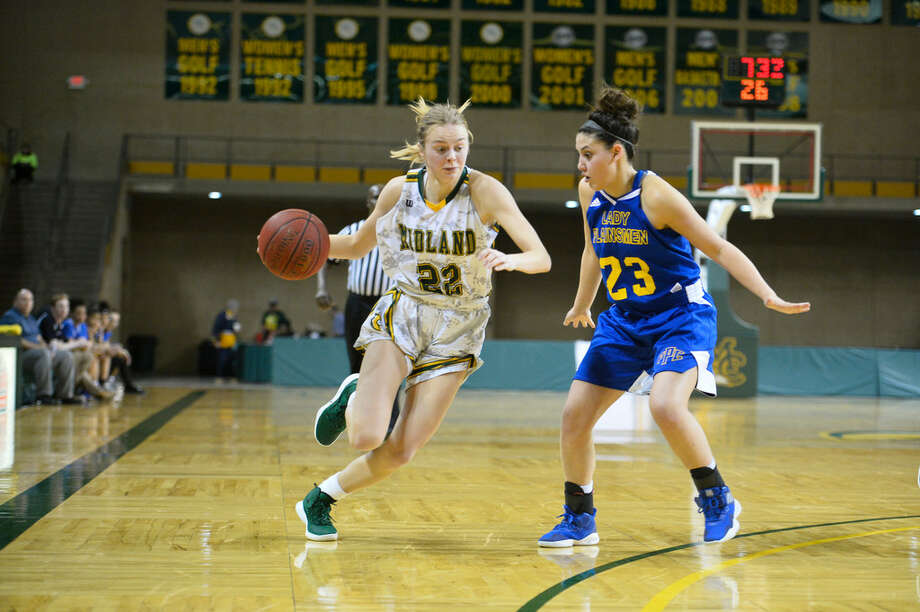 Midland College's Johanna Kampp (22) dribbles against Frank Phillips College's Sable Darnell (23) Feb. 7, 2019 at Chaparral Center.. James Durbin/Reporter-Tele­gram Photo: James Durbin