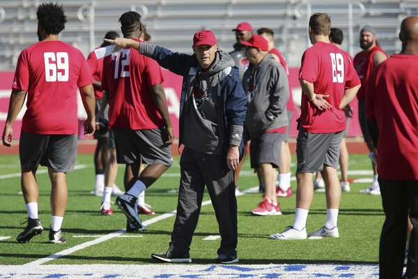 Coach Mike Riley and the San Antonio Commanders of the new Alliance of American Football play their first game Saturday.