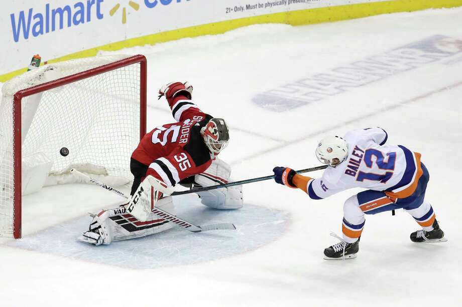 f83cfaf28 New York Islanders right wing Josh Bailey (12) scores in the shootout on New