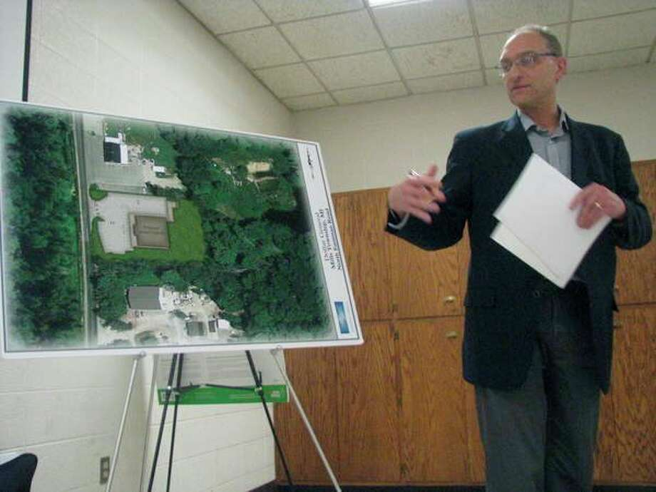 John Wojtila of Zaremba Group presents a site plan Wednesday for a proposed locationof a Dollar General storeto the Mills Township Board of Appeals. (Mitchell Kukulka/mitchell.kukulka@mdn.net)