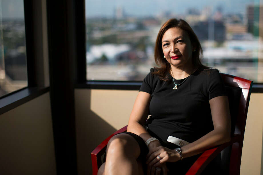 Diva Herazo es una inmigrante originaria de Colombian que comenzó un negocio de asistencia dental movil junto a su esposo con la empresa Biomedent, que atiende en el área de Houston. Photo: Marie D. De Jesús / Houston Chronicle