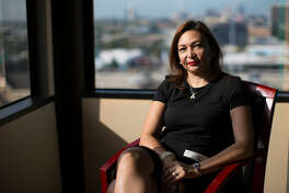 Diva Herazo es una inmigrante originaria de Colombian que comenzó un negocio de asistencia dental movil junto a su esposo con la empresa Biomedent, que atiende en el área de Houston.