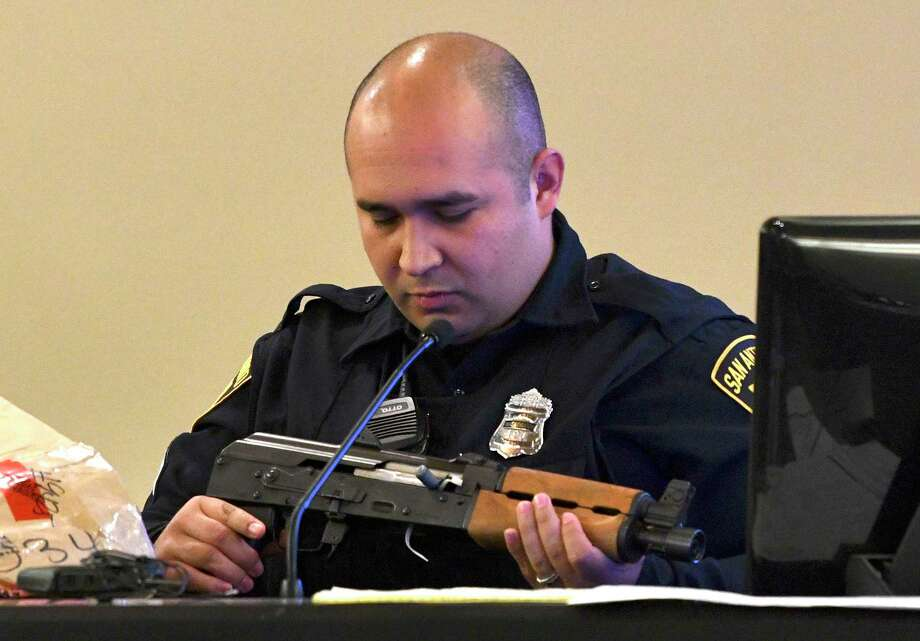 Police detective Jesse Arteaga testifies in 379th District Court on Friday, Feb. 8, 2019, about the weapon found at the scene where Lori Lee Ortiz was murdered on May 18, 2016. Gabriel Martinez is on trial for the crime. Photo: Billy Calzada, Staff Photographer / San Antonio Express-News