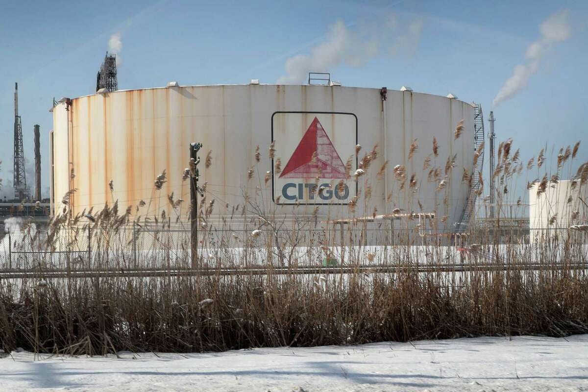 LEMONT, ILLINOIS - FEBRUARY 01: A tank battery is seen at a refinery owned by Citgo, a subsidiary of PDVSA, the Venezuelan state owned oil company, on February 01, 2019 in Lemont, Illinois. In an attempt to force Venezuelan President Nicolás Maduro from office, the Trump administration said recently that it would block all U.S. revenue from Citgo to PDVSA. (Photo by Scott Olson/Getty Images)