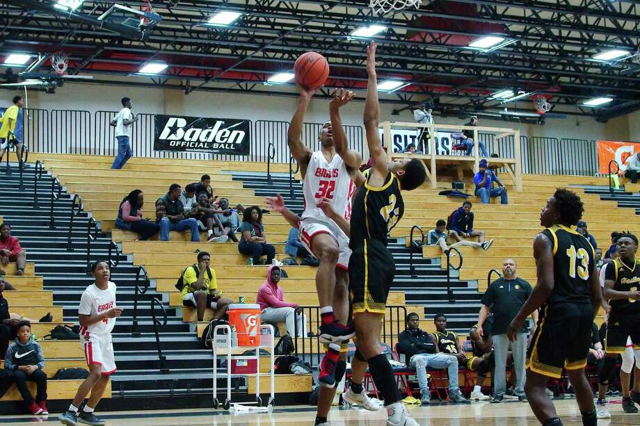 Dawson's Conlie Christmas (32) puts up a shot past Alief Hastings' Oscar Banks (23) Friday at Dawson High School. Photo: Kirk Sides / Staff Photographer / © 2018 Kirk Sides / Houston Chronicle