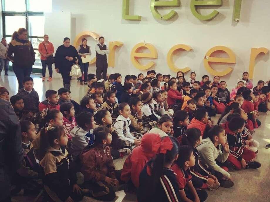 Un gran número de participantes asistieron a la convocatoria de taller de teatro para niños en Estación Palabra Gabriel García Márquez, el cual tendrá una duración de cinco meses. Photo: Foto De Cortesía /Gobierno De Nuevo Laredo