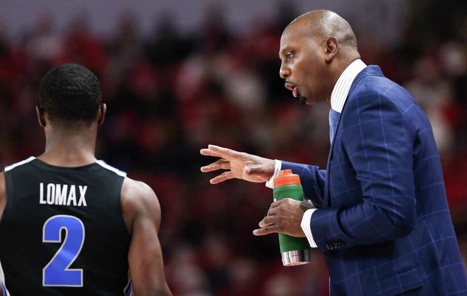 Coach Penny Hardaway and Memphis host UConn on Sunday. Photo: Brett Coomer / Houston Chronicle / © 2019 Houston Chronicle