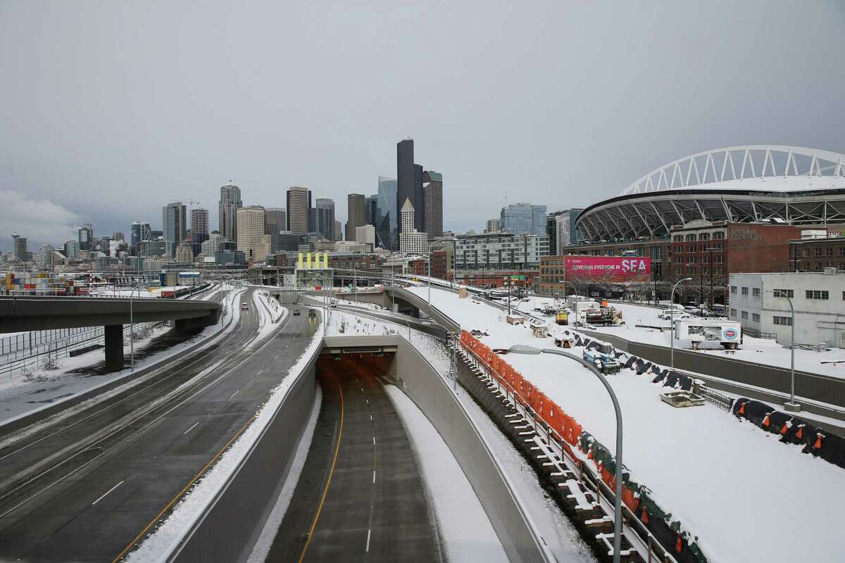 1. Try not to drive in Seattle when snowflakes fall Anecdotally, there's various reasons why Seattle can be miserable to drive in during a snowstorm. Seattleites can't drive in the snow is usually narrative. But there's a nuanced reason to that, we just don't have the infrastructure for snow. Steep hills in the core of downtown prevent plows from getting to certain streets, leaving slushy messes in high-traffic areas. There's also the problem of a lack of plows in Seattle,-- which can be traced to the fact the Pacific Northwest doesn't get much snow. While the city has 35, it sometimes borrows from nearby towns and cities, notably last year during the record snowfall. Fluctuating temperatures which tends to melt the snow, then refreeze it creates slippery and dangerous road conditions as well.