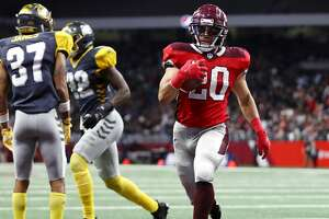 SAN ANTONIO, TEXAS - FEBRUARY 09: KennethFarrow II #20 of the San Antonio Commanders scores a touchdown during the fourth quarter against the San Diego Fleet in an Alliance of American Football game at the Alamodome on February 09, 2019 in San Antonio, Texas. (Photo by Ronald Martinez/AAF/Getty Images)