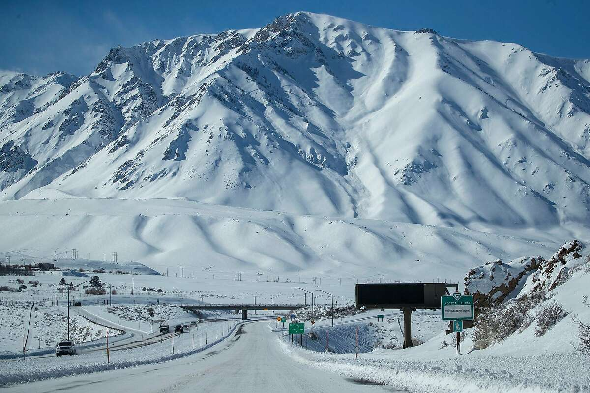 Snow blankets Highway 395 and the Eastern Sierra Nevada Mountains after a blizzard dropped as much as 10 feet of snow in the biggest storm system so far this season near Mammoth Lakes Wednesday, Feb. 6, 2019. Mammoth Mountain was closed Tuesday because of the blizzard. (Allen J. Schaben/Los Angeles Times/TNS)