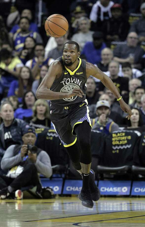 Kevin Durant (35) chases down a rebound in the first half as the Golden State Warriors played the Miami Heat at Oracle Arena in Oakland, Calif., on Sunday, February 10, 2019. Photo: Carlos Avila Gonzalez / The Chronicle / ONLINE_YES