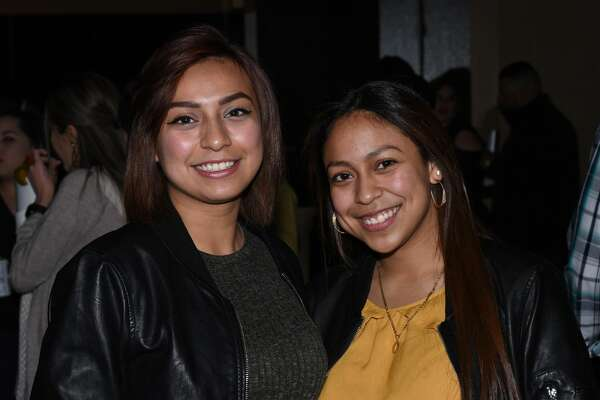 Cristina and Claudia Sena pose for a photo during the Siggno 2019 Tour.