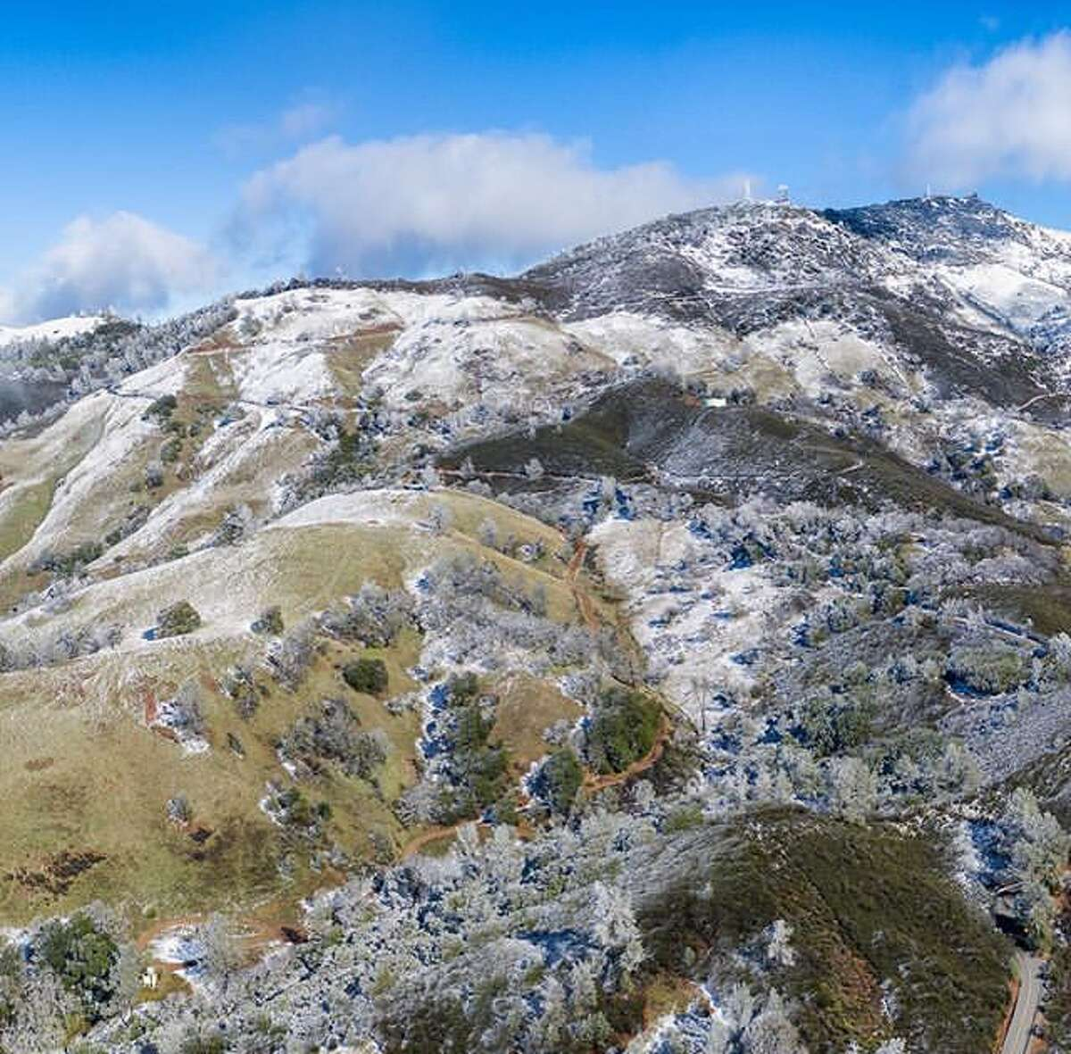 @fitzsimonsphotography photographed more snow on Mt. Diablo. Snow graced the peaks of the San Francisco Bay Area once again on Sunday, Feb. 10, 2019.
