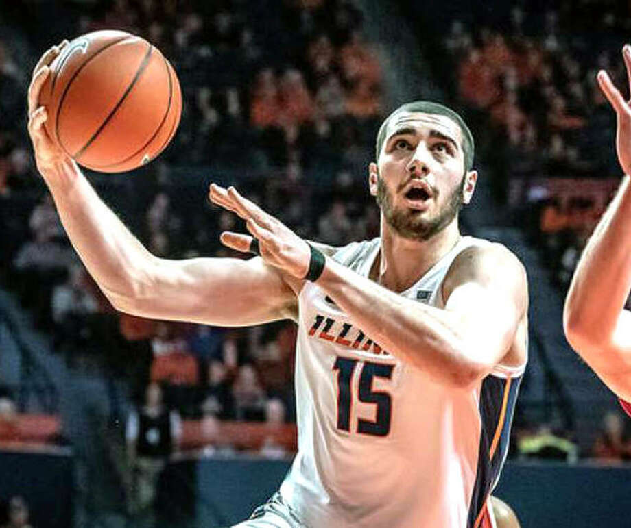 Illinois freshman Giorgi Bezhanishvili (15) has been named Big Ten Player of the Week and fellow freshman Ayo Dosunmu was named Big Ten Freshman of the Week. Bezhanishvili is shown in action earlier this season against Wisconsin. Photo: AP Photo