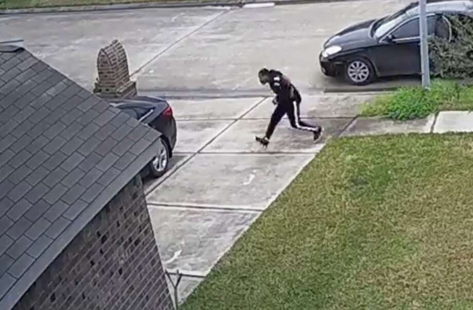 Thieves swipe $700 in tips from a Baytown woman. Anyone with information is urged to call Baytown police at 281-422-8371. Photo: Maricela Martinez