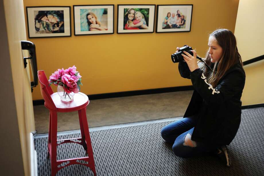 Alexandra Little, 13, takes photos during a weekly youth photography class hosted by Captured Photography on Monday, Feb. 11, 2019 at the studio in Ashman Plaza. (Katy Kildee/kkildee@mdn.net) Photo: (Katy Kildee/kkildee@mdn.net)