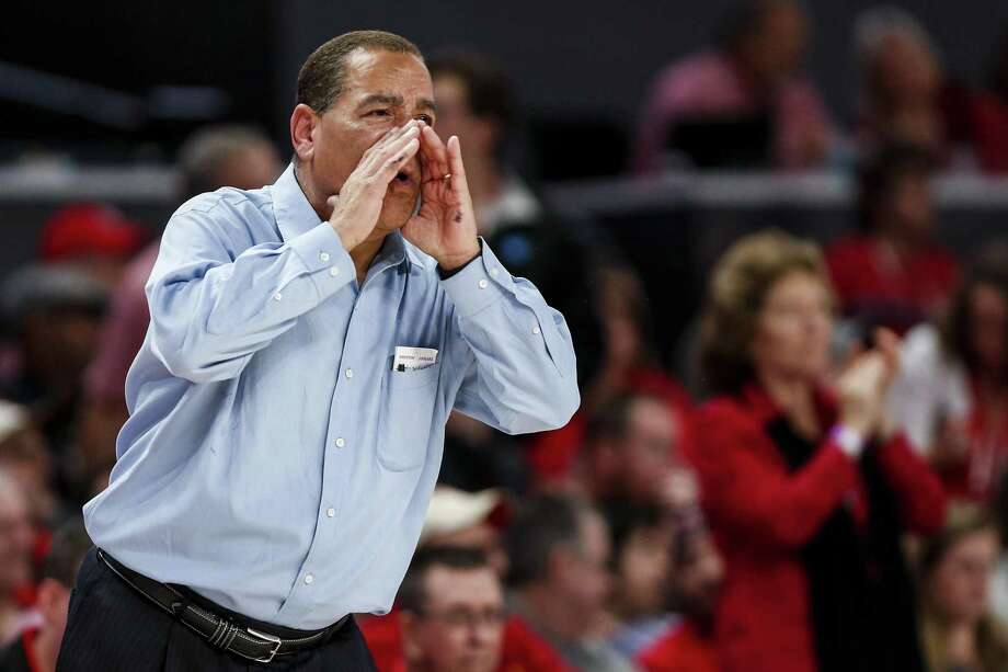 PHOTOS: UH vs. SMU UH coach Kelvin Sampson was named the AAC's coach of the year for a second consecutive season. >>>Look back at photos from the Cougars' win over SMU on March 7, 2019 ... Photo: Brett Coomer, Houston Chronicle / Staff Photographer / © 2019 Houston Chronicle