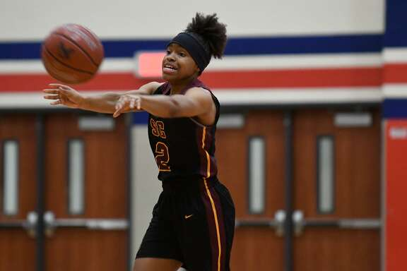 Summer Creek sophomore Alayia Francis makes a pass against Atascocita during the third quarter of their District 22-6A matchup at Atascocita High School on Dec. 21, 2018.