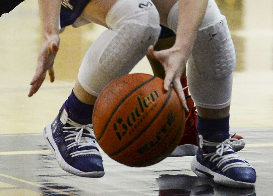 Port Neches-Groves's Kandice Comeaux dives for the ball after a Memorial defender was able to hit it out of her hands during the first half of the game PN-G's high school. Photo taken on Tuesday, 01/29/19. Ryan Welch/The Enterprise Photo: Ryan Welch / Ryan Welch / The Enterprise / ©Ryan Welch