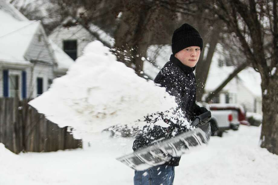 Midland resident Ryan Hoxie shovels snow from his driveway on Tuesday, Feb. 12, 2019. (Katy Kildee/kkildee@mdn.net) Photo: (Katy Kildee/kkildee@mdn.net)