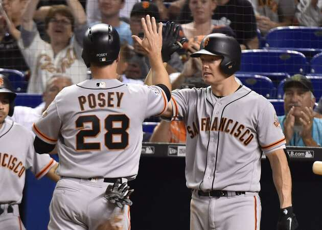 Giants' Posey bemoans Hundley's departure as backup catcher