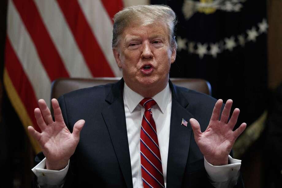 El presidente estadounidense Donald Trump habla en una reunión del gabinete en la Casa Blanca el martes, 12 de febrero del 2019. Photo: Evan Vucci /Associated Press / Copyright 2019 The Associated Press. All rights reserved.