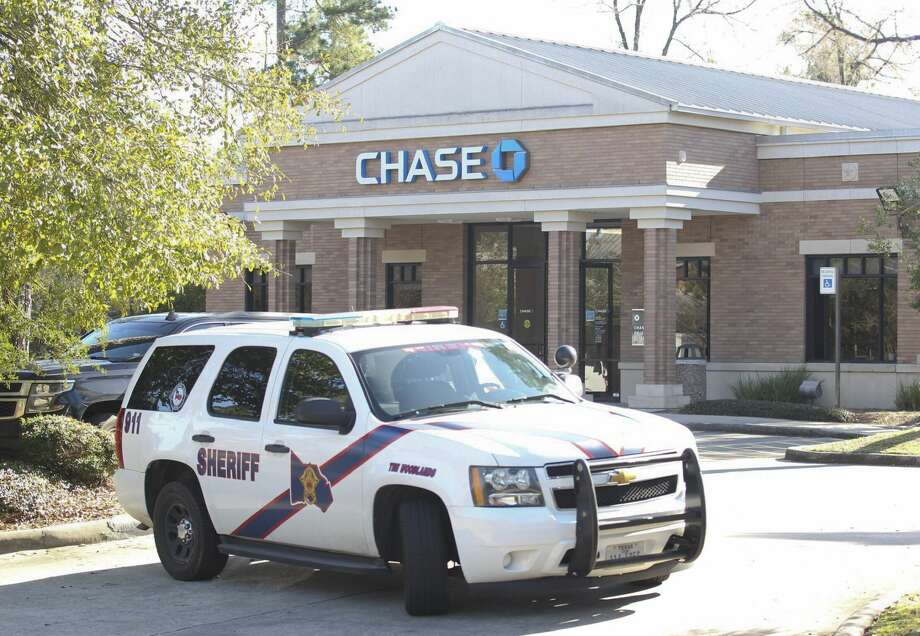 Law enforcement with the Montgomery County SheriffÕs Office respond to a robbery at a Chase bank location near Research Forrest Drive and Kuykendahl Road, Wednesday, Feb. 13, 2019, in The Woodlands. Photo: Jason Fochtman/Staff Photographer