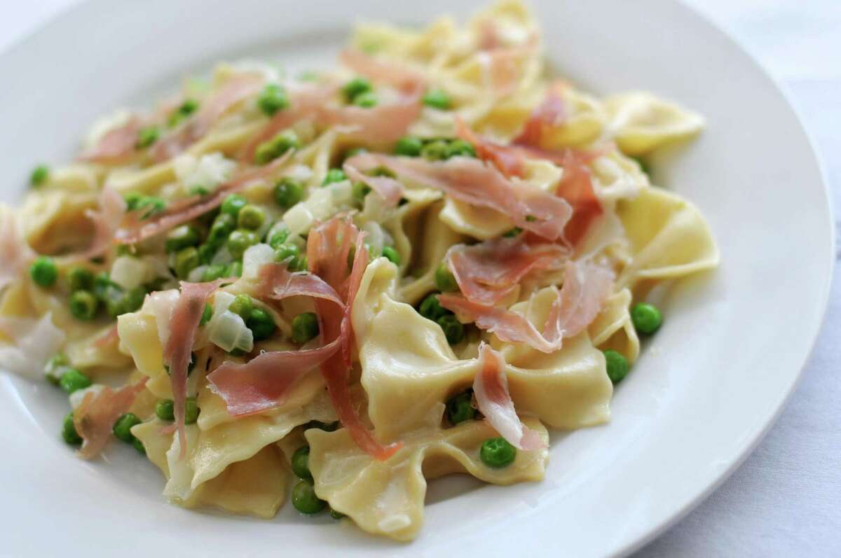 Farfalle with prosciutto and peas