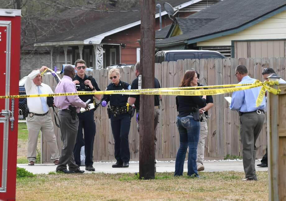 Beaumont Police investigate a shooting death of a woman on Pine Burr Road near Concord Road Thursday morning. The event is the first homicide of the year for the city. Photo taken Thursday, 2/14/19 Photo: Guiseppe Barranco/The Enterprise