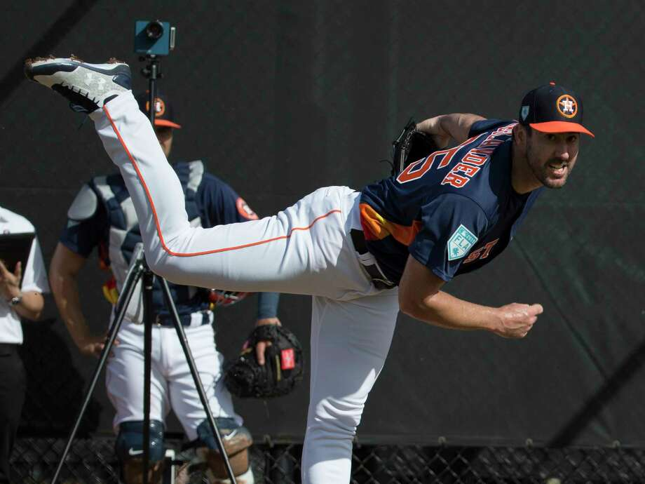 Houston Astros right handed pitchers Justin Verlander pitches at Fitteam Ballpark of The Palm Beaches on Day 1 of spring training on Thursday, Feb. 14, 2019, in West Palm Beach. Photo: Yi-Chin Lee, Houston Chronicle / © 2019 Houston Chronicle