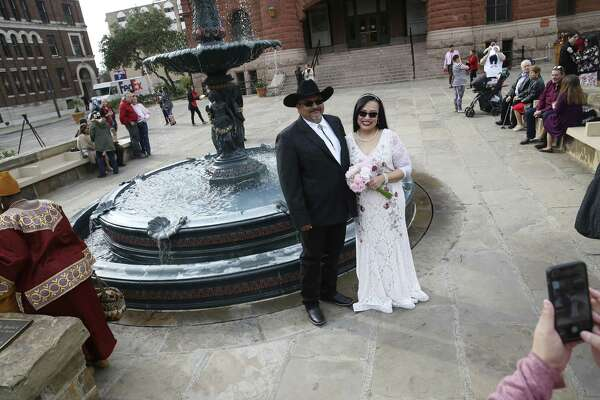 San Antonio tradition of mass Valentine's Day weddings on courthouse