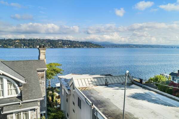 Sweet little get away or rental income or both, this Pritchard Island cottage is a short walk from the waterfront