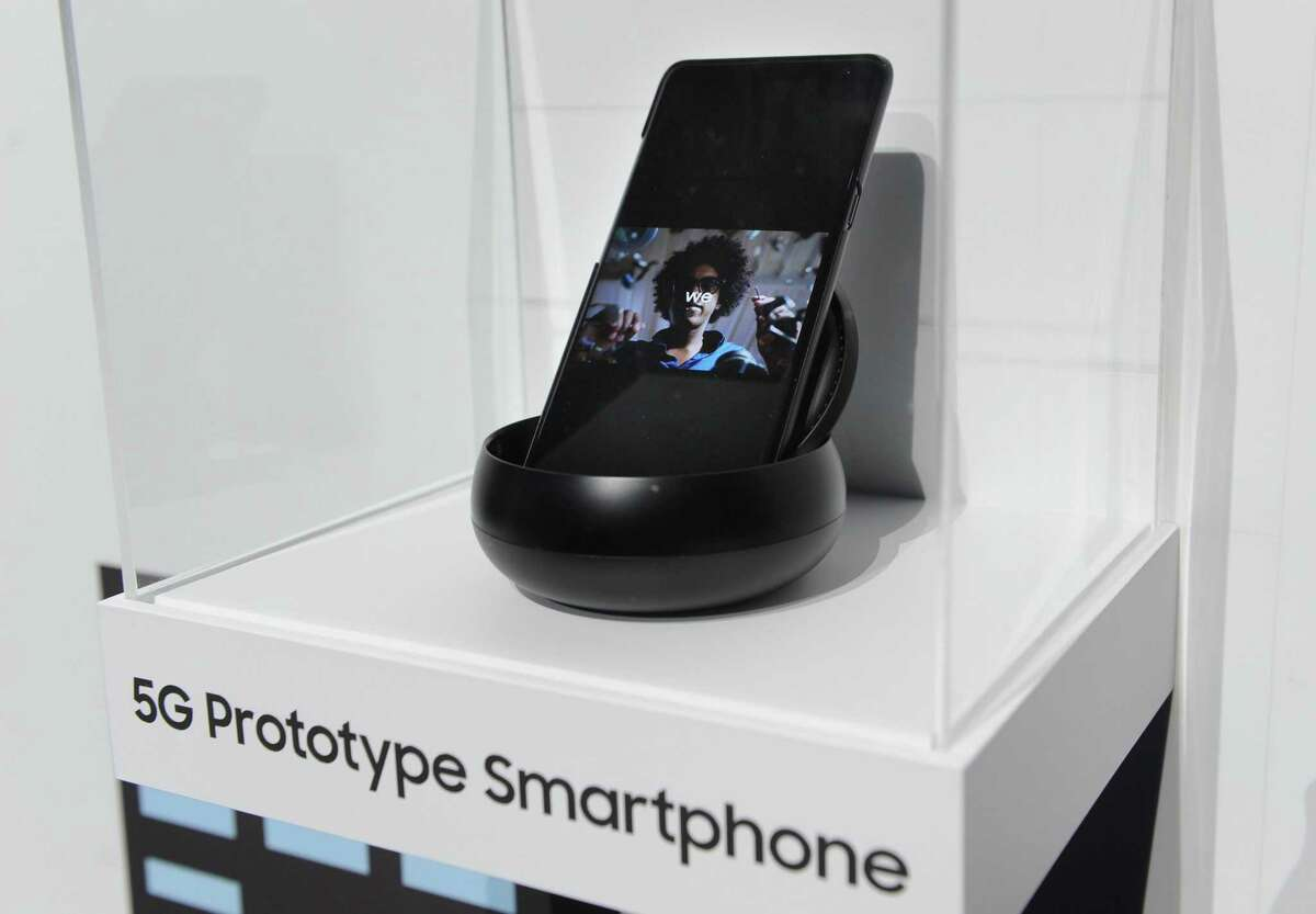 The prototype of a 5G smartphone from Samsung can be seen at the technology fair CES.