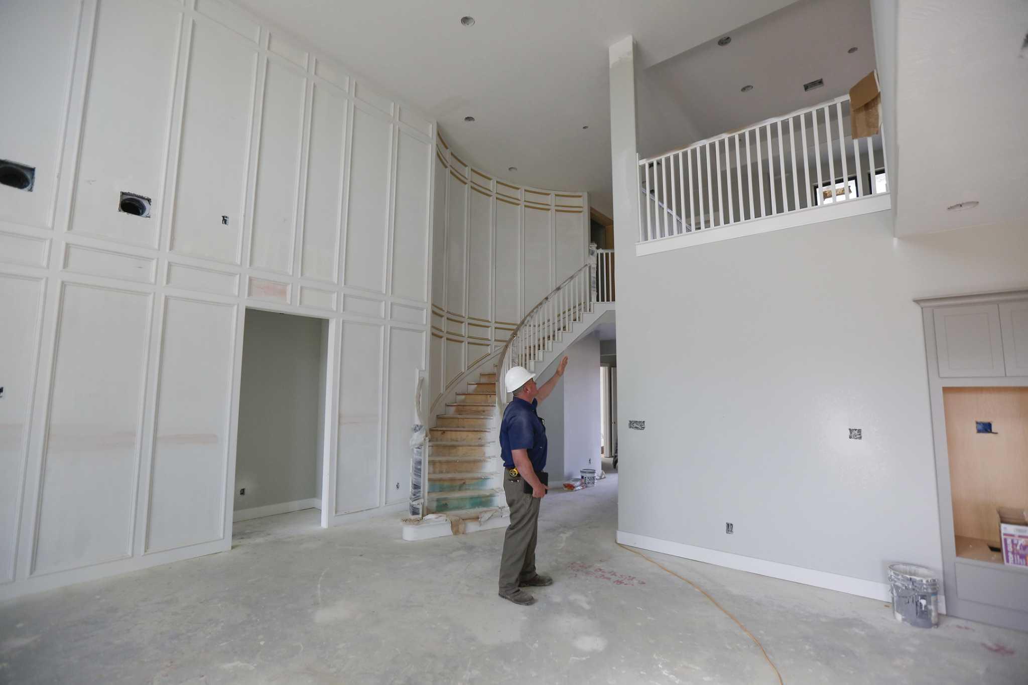 Homebuilders adjust to rising costs, shrinking margins