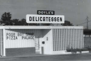Doyle's Delicatessen on W. 34th Street in 1961. Note addition of pizza to signage.