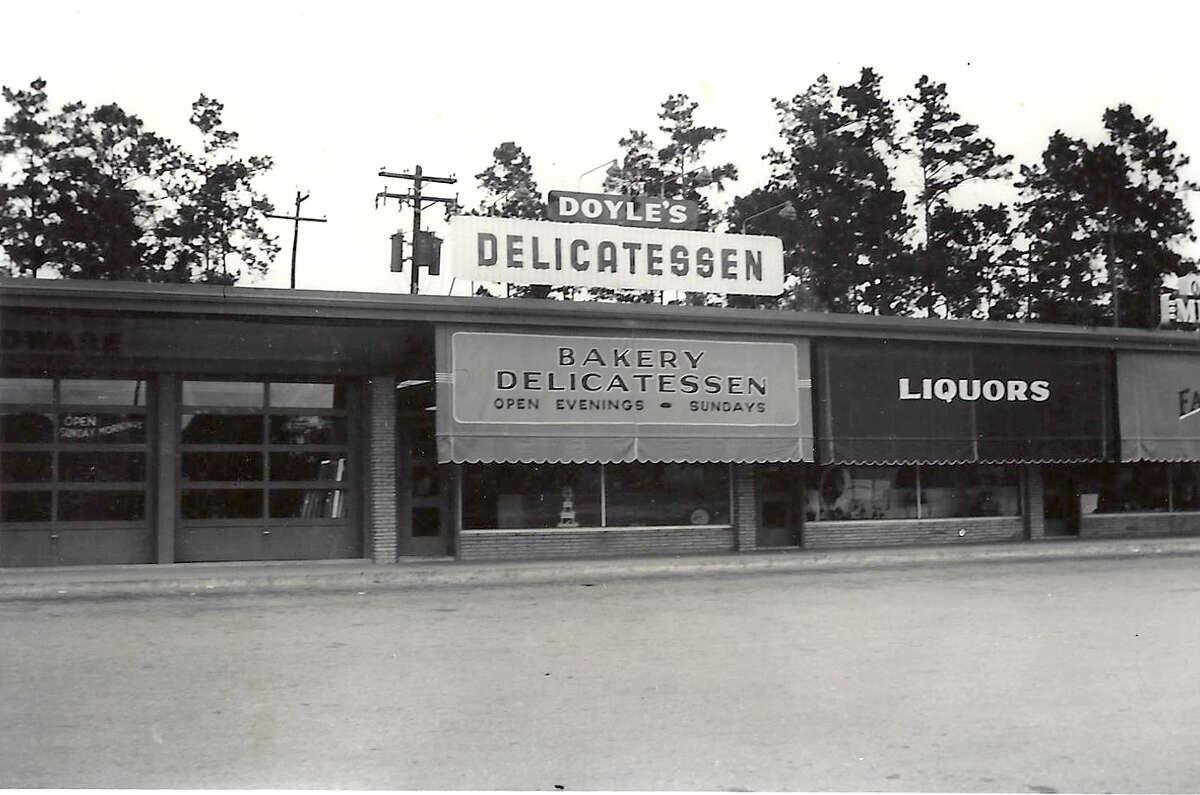 Original location ofDoyle's Delicatessenon Ella at 43rd, 1954.