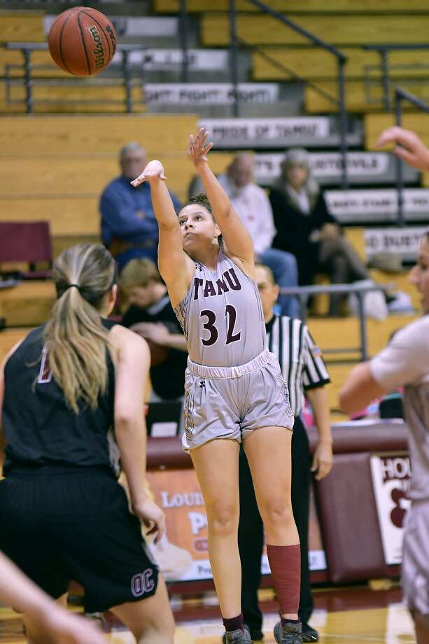 TAMIU lost 68-41 at Arkansas-Fort Smith on Thursday tying the school's worst-ever start in Heartland play at 0-11 while it remains winless at 0-23 with three regular-season games left. Vanessa Oyola was the lone double-digit scorer night with 10 points, three steals and two rebounds. Photo: Cuate Santos /Laredo Morning Times File / Laredo Morning Times