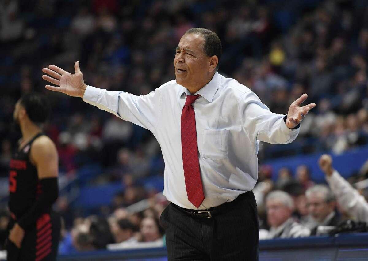 Houston head coach Kelvin Sampson reacts during the second half Thursday night.