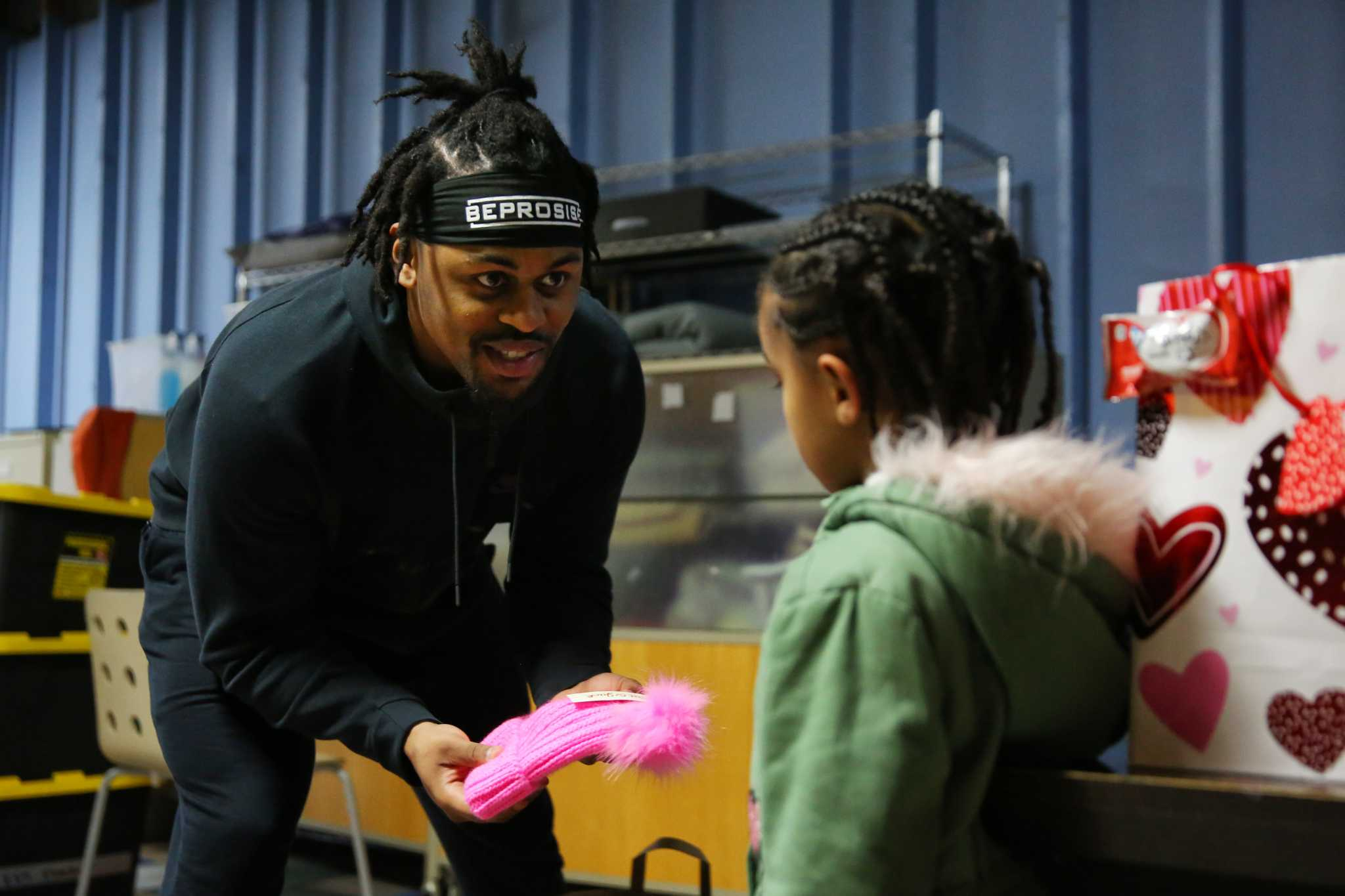 'The families love it': Seahawks' Prosise spends Valentine's Day at Mary's Place shelter