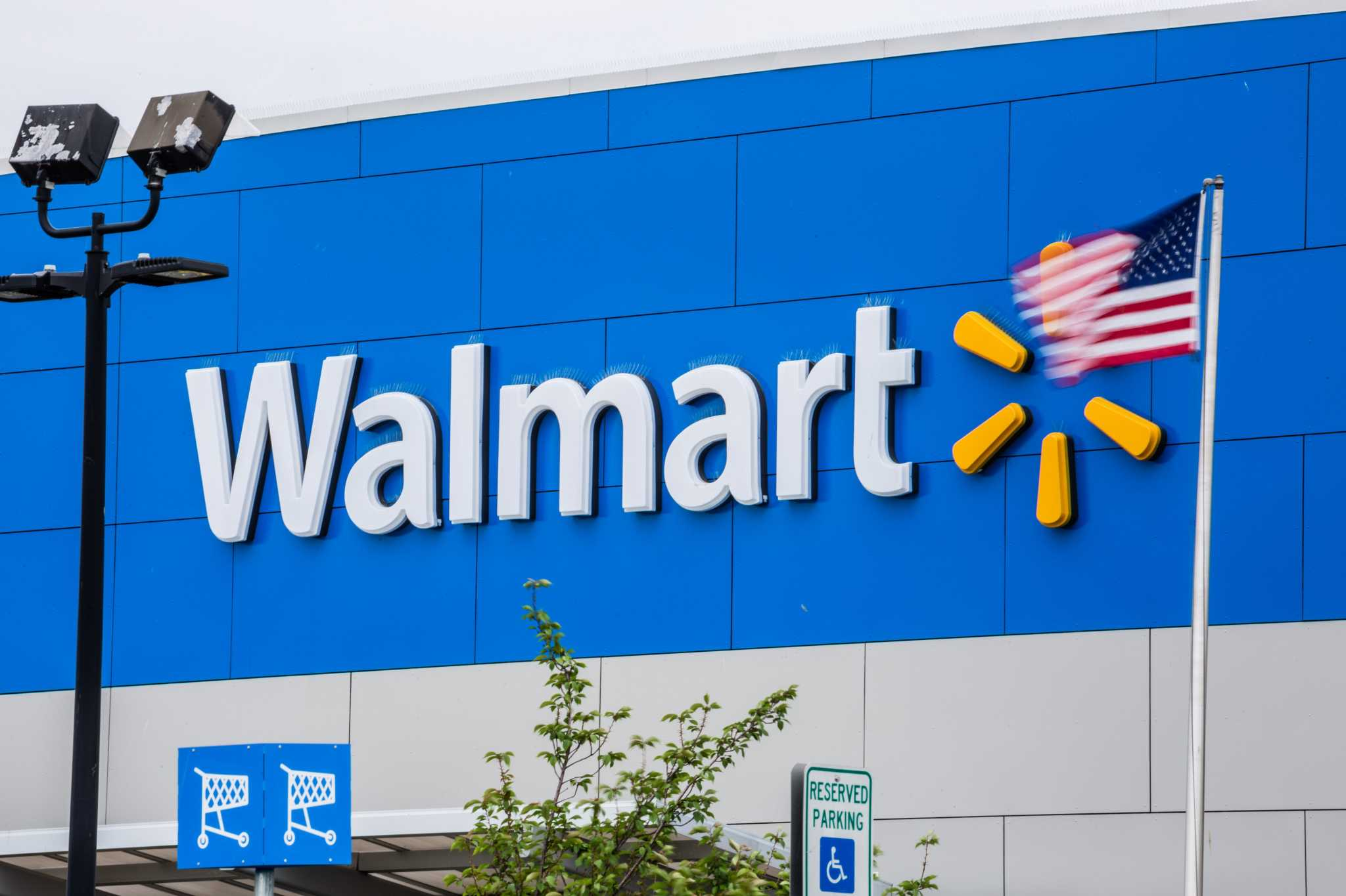 Why Walmart won t stop selling the National Enquirer – USPosts 9ce7be8a2
