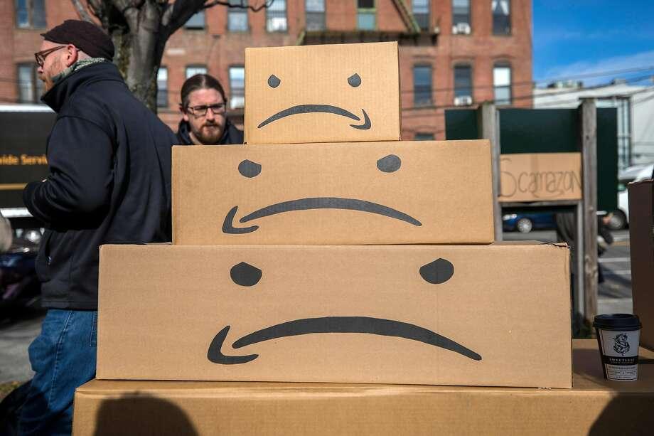 FILE -- Community members rally to oppose Amazon's proposed headquarters in Long Island City in Queens, New York, Nov. 14, 2018. Photo: HIROKO MASUIKE;Hiroko Masuike / New York Times