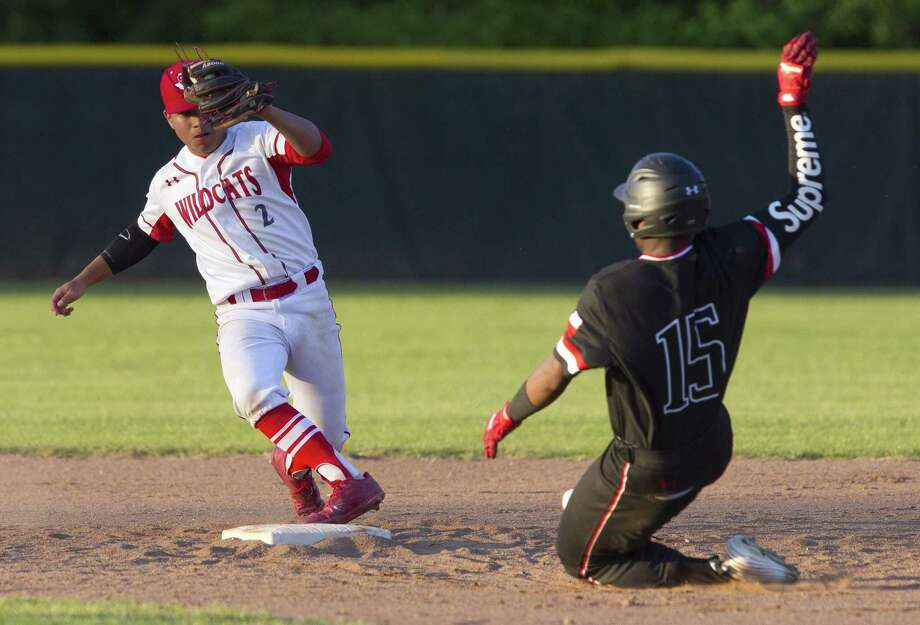 Splendora shortstop Orlando Moreno (2), shown here in a game against Porter in 2018, was recently named the District 21-4A Defensive Most Valuable Player. Photo: Jason Fochtman, Staff Photographer / Houston Chronicle / © 2018 Houston Chronicle