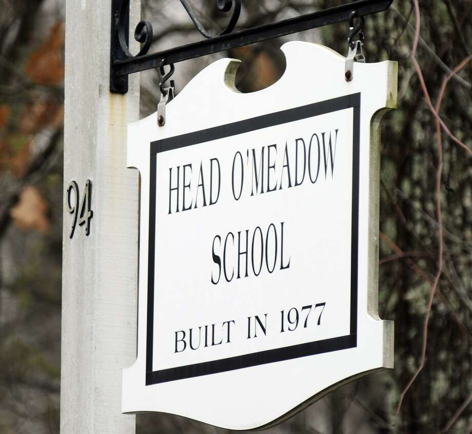File photo of Head O'Meadow Elementary School in Newtown, one of the town's elementary schools expected to get a new recycling program in the fall. Photo: Carol Kaliff / Carol Kaliff / The News-Times