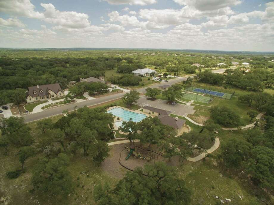As a premier 24-hour gated and guarded community in New Braunfels, Copper Ridge offers quality restrictions and resort-style amenities.