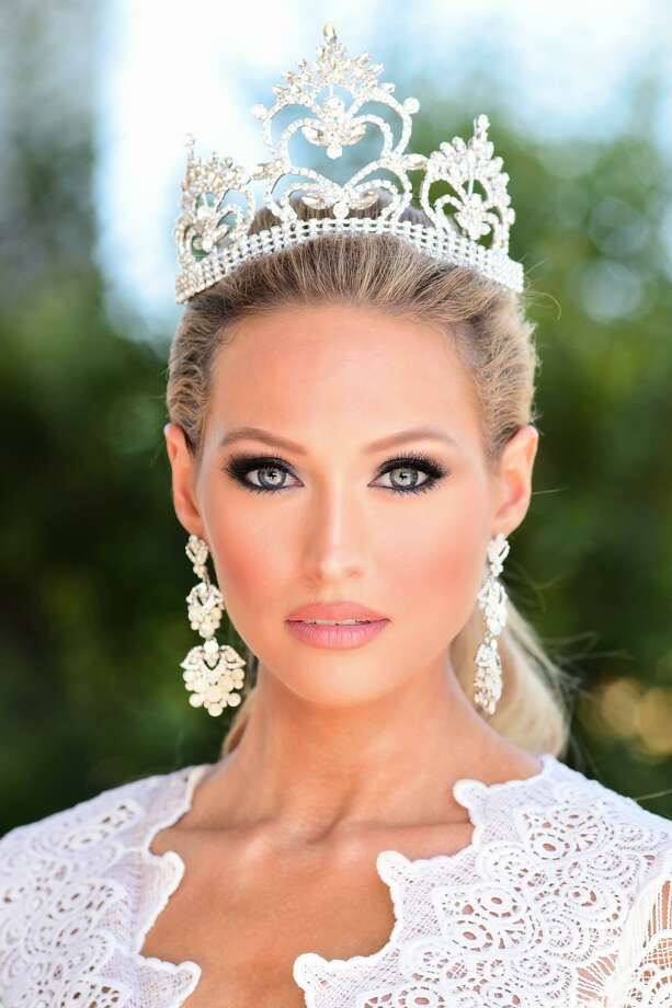 Chesney Berzins became Mrs. Texas in 2018, years after she discovered she and her family had a genetic mutation in their stomachs. Photo: Courtesy